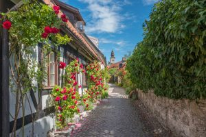 Medieval,Alley,In,The,Historic,Hanse,Town,Visby,During,Summer